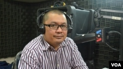 Mr. Ou Virak, founder and president of Future Forum participates in VOA Khmer's Hello VOA radio call-in show about the importance of policy researchers for impoverished country, Monday, February 02, 2015. (Lim Sothy/VOA Khmer)