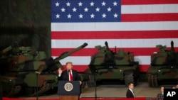 Trump visitó el Centro de Fabricación de Sistemas Conjuntos de la Planta de Tanques del Ejército de Lima (LATP), la única planta de fabricación de tanques que queda en el país, en Lima, Ohio, EE. UU.