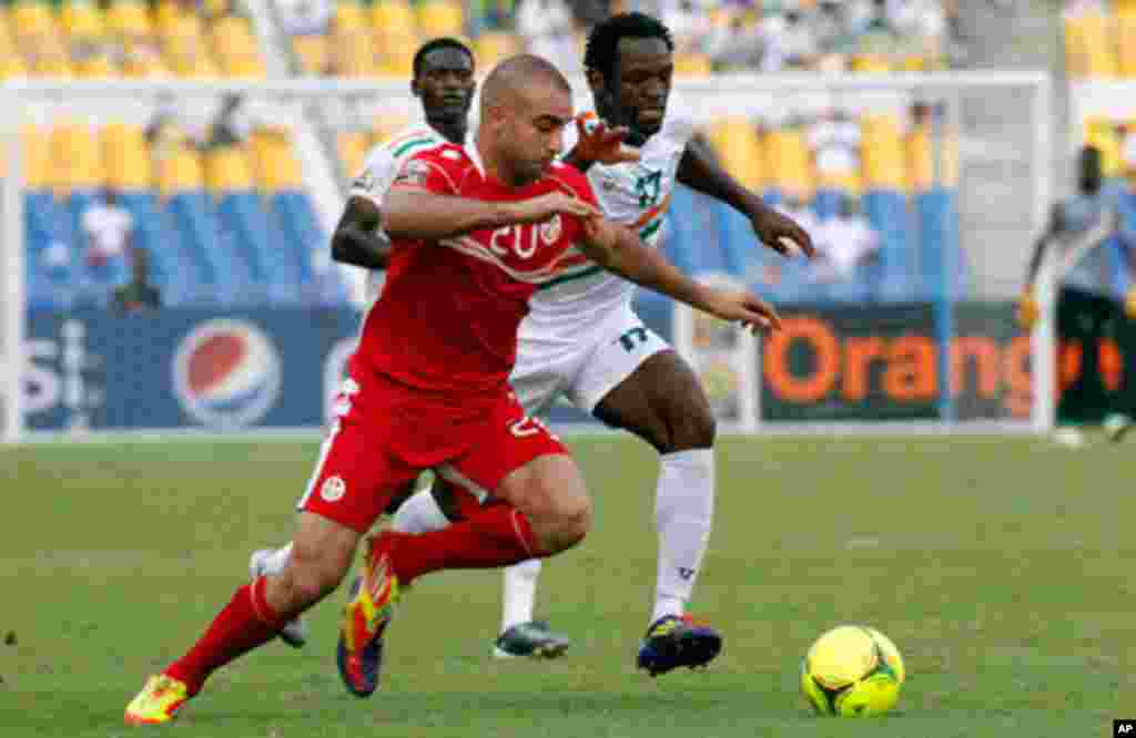 Tunisia's Abdennour is challenged by Niger's Tonji during their African Cup of Nations soccer match in Libreville