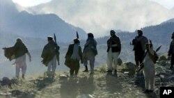 در زمان اشغال افغانستان توسط قشون سرخ، مجاهدین افغان از سوی غرب به ویژه ایالات متحدۀ امریکا حمایت میشدند
