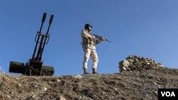 معترضان میگویند سربازان مرزی سپاه پاسداران در نزدیکی سراوان به طور مستقیم به سوختبران شلیک کردند.