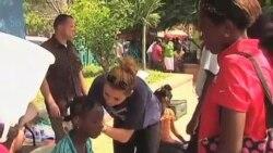美国企业提供海地居民助听器