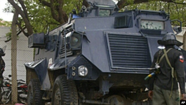 Bodies lay on the streets near an armored vehicle in Maiduguri after religious clashes in Northern Nigeria, July 31, 2009 (file photo).