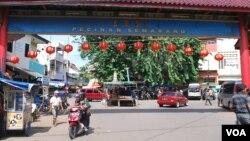 """印尼华人聚居城市之一""""三宝垄""""的唐人街。(美国之音朱诺拍摄,2016年3月6日)"""