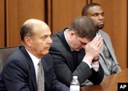 Silahsız siyah çiftin üzerine 15 mermi boşaltan polis memuru Michael Brelo dünkü mahkemede aklanmıştı