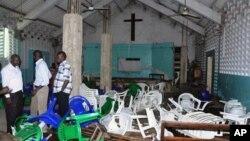 27일 이슬람 성직자가 살해된 후 일어난 폭동에서 시위대들에 공격받은 케냐 몸바사의 한 교회.
