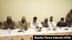 Ensemble des leaders de l'opposition présents à la conférence, à Cotonou, le 19 fevrier 2019. (VOA/Ginette Fleure Adandé)