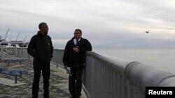 Tổng thống Mỹ Barack Obama đến tham quan dự án Kotzebue Shore Avenue, một nỗ lực để chống lại mực nước biển dâng cao ở Kotzebue, Alaska, ngày 2/9/2015.