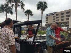 William Wongso mempersiapkan sate ayam di Festival Wonderful Indonesia, New Orleans.