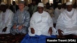 Jour de fête à Tombouctou pour la rupture du jeûne, au Mali, le 25 juin 2017. (VOA/Kassim Traoré)