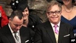 Elton John se casó con Furnish en 2005 y hace dos años tuvieron a su pequeño Zachary con una madre sustituta.