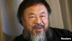 Nghệ sĩ bất đồng chính kiến Ngải Vị Vị trong một buổi phỏng vấn với Reuters tại Bắc Kinh hồi tháng 4/2015.