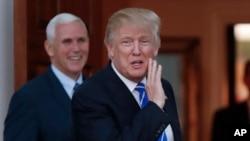 Le président-élu américain Donald Trump, à droite, et son vice-président Mike Pense, 19 novembre 2016.