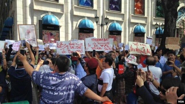 Biểu tình chống dự luận Đặc Khu tại Sài Gòn. (Hình: FB Trần Tiến Dũng)