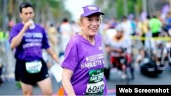 HarrietteThompson, 92, perempuan tertua yang menyelesaikan maraton. (Akun Twitter Rock 'n' Roll Marathon)