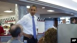 Prezident Barak Obama Ogayoda talabalar bilan uchrashmoqda, Kolumbus shahri, 21-avgust, 2012-yil.