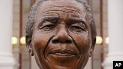Une statue de Nelson Mandela, leader sud-africain qui avait combattu contre l'Apartheid au Cap, Afrique du Sud, 18 juillet 2014.