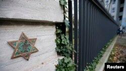 Por ironías del destino los restos de uno de los artífices del Holocausto, Heinrich Mueller, yacen en un cementerio judío en Berlín.