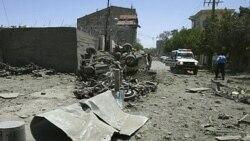 محلی در نزدیک پایگاه نظامیان ایتالیا در هرات، پس از وقوع انفجار های انتحاری - ۳۰ مه ۲۰۱۱