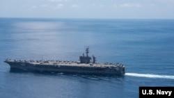 4月15日,美國卡爾·文森號航母戰鬥群在穿越印度洋。