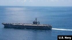 El portaaviones USS Carl Vinson (CVN 70) transita por el Océano Índico, el 15 de abril de 2017.
