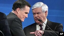Former House Speaker Newt Gingrich, right, with former Mass. governor and GOP presidential frontrunner Mitt Romney, Jan. 19, 2012 (file photo).