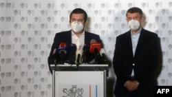 捷克共和国总理巴比斯和外长哈玛谢克4月17日在记者会上宣布驱逐18名俄罗斯外交官。