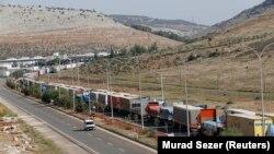 Xe tải chở hàng của Thổ Nhĩ Kỳ tại cửa khẩu biên giới Cilvegozu thuộc tỉnh Hatay giáp ranh với Syria.