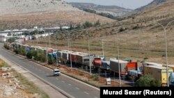 عکس آرشیوی از صف طولانی کامیونهای ترکیه برای عبور از مرز سوریه