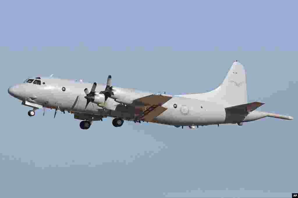 هواپیمای نیروی هوایی استرالیا در جستجوی هواپیمای گمشده پرواز شماره ۳۷۰ - از پایگاه نظامی پیرس به پرواز درآمد - شهر پرت، ۳ فروردین ۱۳۹۳