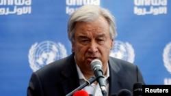 지난달 30일 안토니우 구테흐스 유엔 사무총장이 유엔이 운영하는 가자지구 북부의 한 학교에서 기자회견을 하고 있다.