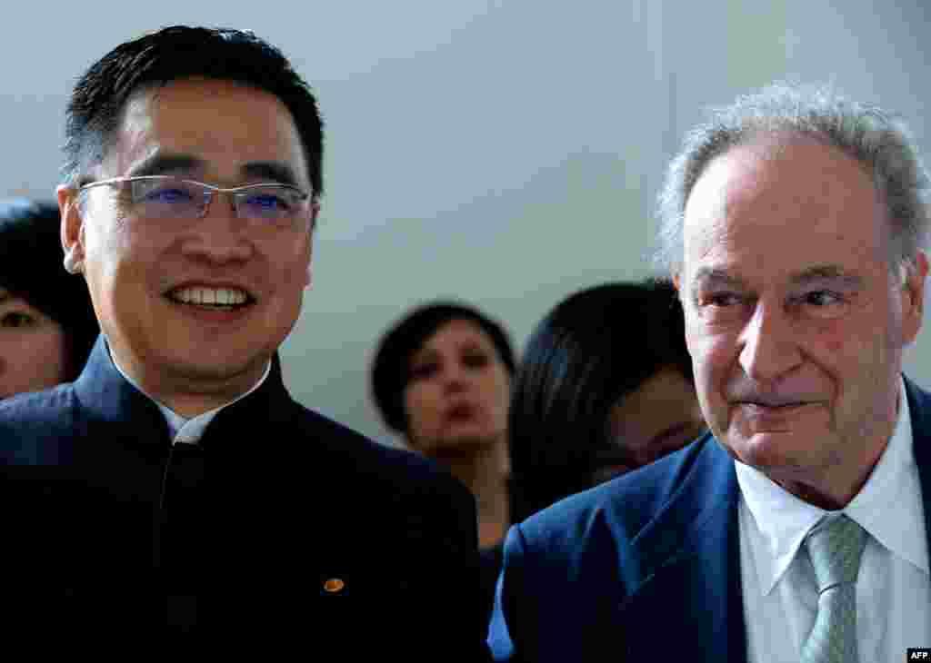 2016年7月4日,中国海航集团董事长王健和法国Pierre et Vacances集团董事长杰拉德·布雷蒙德在巴黎出席两个集团合资项目的签字仪式。