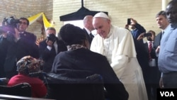 Le pape à Kangemi, le 27 novembre 2015. (J. Craig/VOA)