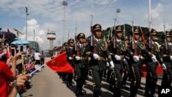 中國駐港部隊2019年6月30日在香港昂船洲海軍基地為紀念香港主權移交22週年舉行升旗儀式。