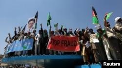 지난달 27일 아프가니스탄 카불에서 대선에 출마한 압둘라 압둘라 후보 지지자들이 선거 부정에 항의하는 시위를 벌이고 있다.