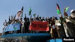 6月27日,阿富汗抗議者高呼口號,支持總統候選人阿卜杜拉