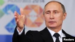 ປະທານາທິບໍດີຣັດເຊຍ ທ່ານ Vladimir Putin ກ່າວ ໃນກອງປະຊຸມຖະແຫລງຂ່າວ ໃນຕອນທ້າຍຂອງກອງປະຊຸມສຸດຍອດ G20 ທີ່ນະຄອນ Brisbane ປະເທດອອສເຕຣເລຍ, ວັນທີ 16 ພະຈິກ 2014.
