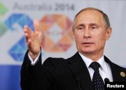 俄罗斯总统普京在2014年G20峰会结束时在记者招待会上讲话。(资料照片)