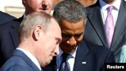 奧巴馬和普京在G20峰會的合影活動中