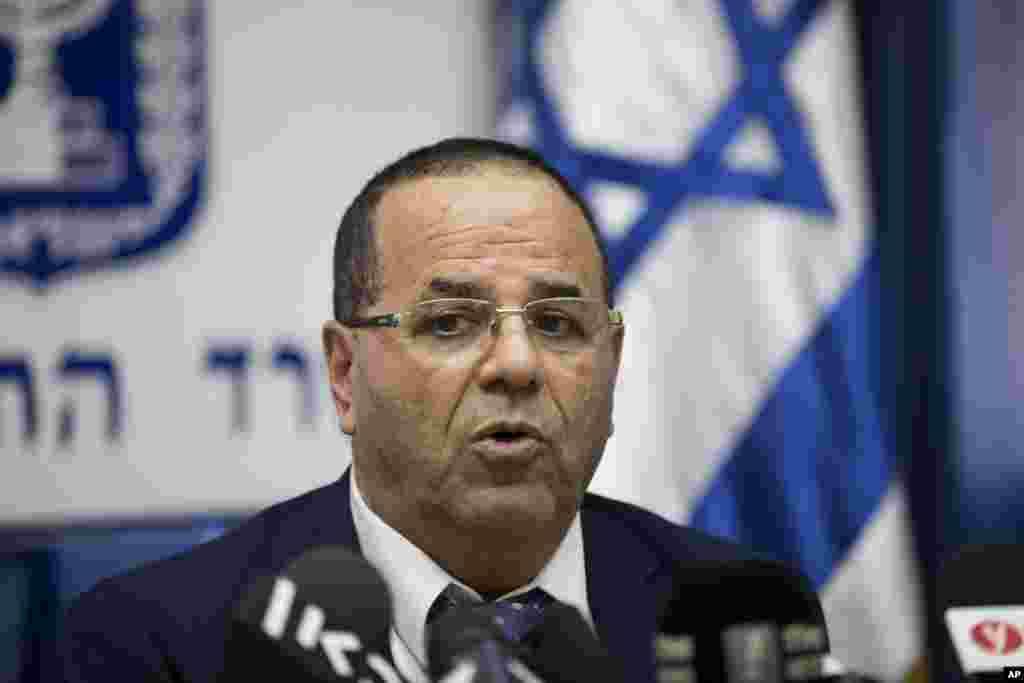 ایوب کارا وزیر ارتباطات اسرائیل می گوید فعالیت الجزیره و حمایت از تروریست ها باعث شده اسرائیل تصمیم به تعطیلی این شبکه در کشور خود بگیرد.