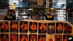 Năm vừa qua là năm đặc biệt có nhiều khó khăn cho nhà chức trách Trung Quốc vì có mấy mươi nhà sư, ni cô và dân thường Tây Tạng tự thiêu để phản đối chính quyền.