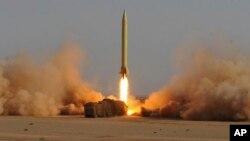 이란이 지난 2011년 6월 샤하브-3 탄도미사일을 발사했다며 공개한 사진. 샤하브-3는 북한 노동 1호 미사일에 기반해 개발된 것으로 알려져있다.