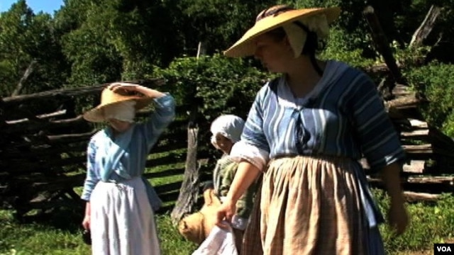 Staff at Claude Moore Colonial Farm in period clothing.