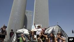 以色列示威者7月25日用帐篷封锁了特拉维夫维夫一个主要十字路口