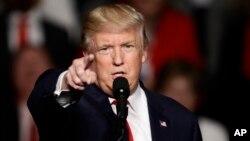 2016年12月15日,美國當選總統川普在賓夕法尼亞州赫爾希。