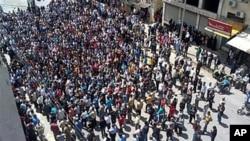 公民记者用手机拍摄的巴尼亚斯反政府示威