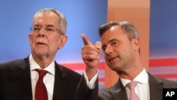 FILE - Norbert Hofer (r) candidate for presidential elections of Austria's Freedom Party, FPOE, talks to Alexander Van der Bellen (l) candidate for presidential elections and former head of the Austrian Greens during the release of the first election results of the Austria presidential elections in Vienna, Austria, April 24, 2016.