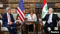John Kerry (à g.) et le ministre irakien des Affaires étrangères Ibrahim al-Jaafari à Baghdad le 10 septembre (Reuters)