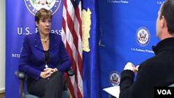 Ambasadorka SAD Trejsi Džejkobson u razgovoru sa dopisnikom albanskog servisa Glasa Amerike