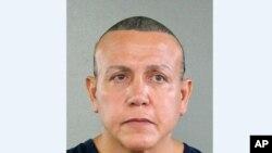 Cesar Sayoc, 56 tuổi, cư dân bang Florida, từng bị bắt giữ nhiều lần trong những năm qua vì bạo hành gia đình, trộm cắp và các tội danh khác, theo hồ sơ công khai.
